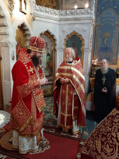 Archpriest Georgiy Blatynski greets Bishop Irenei at the conclusion of the Liturgy