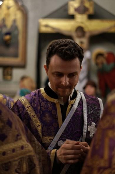Ks. diakon Aleksy Kucy podczas sakramentu namaszczenia olejem