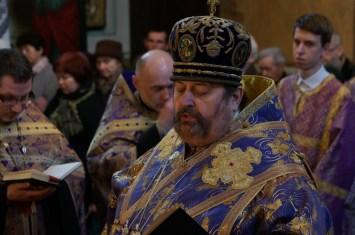 JE Arcybiskup Abel wśród duchowieństwa i wiernych