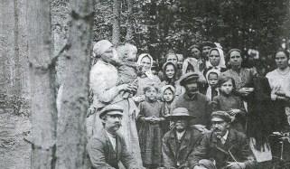 Wypędzona ludność Uścimowa w lesie koło Włodawy - 1915 r.