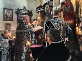 Ewangelię czyta ks. mitrat Andrzej Łoś
