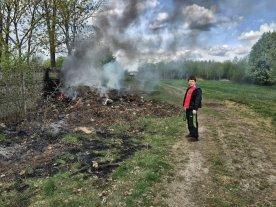 11 letni Daniel pilnuje ognia