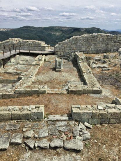 Fundamenty świątyni chrześcijańskiej z V-VI w.