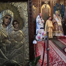 Władycy Emilian, Abel i Guryj podczas Boskiej Liturgii w katedrze pw. św. Mikołaja w Deva