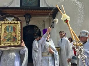 Święcenie wiernych na święto Przemienienia Pańskiego w lubelskiej katedrze