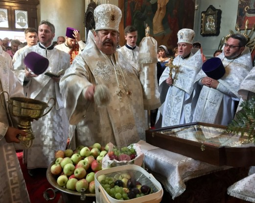 Święcenie owoców na święto Przemienienia Pańskiego w lubelskiej katedrze