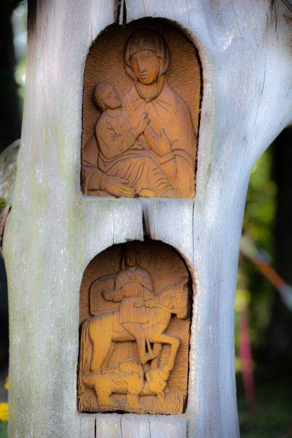 Rzeźba Bogarodzicy w Skansenie Holeńskim