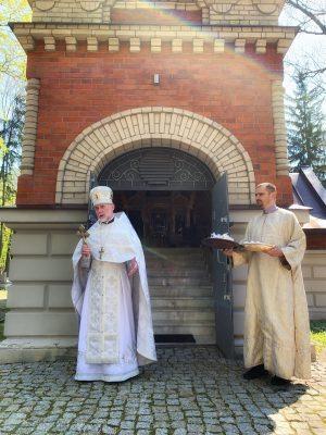 Panichida w niedzielę Antypaschy w lubelskiej cerkwi Niewiast Niosących Wonności na cmentarzu przy ul. Lipowej