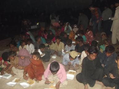 Sharing meal with Nomdic School System children and community_ll