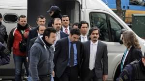 Απειλεί η Τουρκία την Ελλάδα λόγω μη έκδοσης των 8