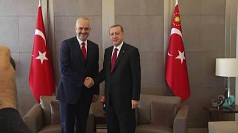 Η Τουρκία «παρκάρει» μαχητικά αεροσκάφη στην Αλβανία