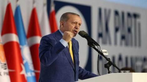 Κλιμακώνει επιθετικά την πίεση ο Ερντογάν σε Έβρο και Αιγαίο
