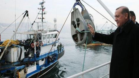 Ο Ρ.Τ.Ερντογάν «εισβάλει» στο Αιγαίο και προκαλεί ψαρεύοντας ο ίδιος παράνομα στα Εθνικά Χωρικά Υδατα (φωτό, βίντεο)
