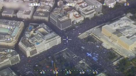 Η ΕΛ.ΑΣ έκανε λόγο για 140.000 συγκεντρωμένους, αλλά το βίντεο από το ελικόπτερο της άλλα δείχνει