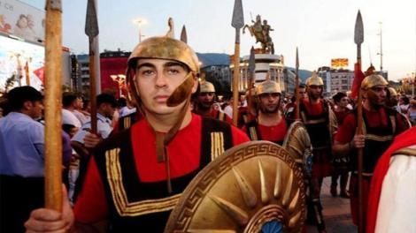 Έμμεση αναγνώριση της «μακεδονικής» ταυτότητας από την κυβέρνηση - Ύβρεις κατά του Μ.Θεοδωράκη