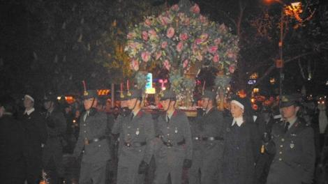 Σπουδαστές της Σ.Μ.Υ. σήκωσαν τον Επιτάφιο στα Τρίκαλα