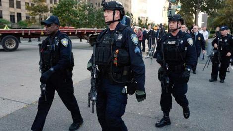 ΗΠΑ: Ενισχύονται τα μέτρα ασφαλείας στη Νέα Υόρκη - Φάκελος με λευκή σκόνη στάλθηκε στο CNN εκτός από τη βόμβα