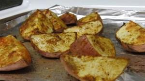 Αγιορείτικες πατάτες ψητές με κύμινο