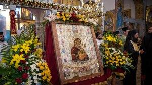 Σήμερα η Σύναξη της Παναγίας Φοβεράς Προστασίας - Η ιστορία της Ιεράς Εικόνας