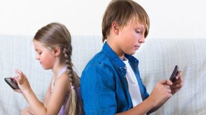 Μπορούν τα παιδιά να χρησιμοποιούν το κινητό τηλέφωνο στο σχολείο;