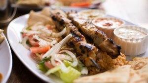 Τσικνοπέμπτη: Συνταγή για παραδοσιακό σουβλάκι