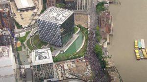 Λονδίνο: Χιλιάδες διαδηλωτές στην Πρεσβεία των ΗΠΑ - Διαδηλώσεις για τον θάνατο του Τζορτζ Φλόιντ