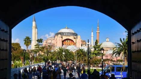 Αγία Σοφία: Σε λίγη ώρα η θεατρική παράσταση Ερντογάν - Δείτε Live