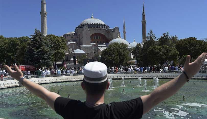 Κύμα αντιδράσεων για την Αγία Σοφία - Πένθιμες καμπάνες στις εκκλησίες της Ελλάδας