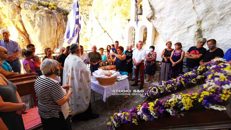 Η Γέννηση της Υπεραγίας Θεοτόκου στο εκκλησάκι της Παναγίας των βράχων   ΕΚΚΛΗΣΙΑ   Γέννηση της Υπεραγίας Θεοτόκου   Γέννηση της Υπεραγίας Θεοτόκου   ΕΚΚΛΗΣΙΑ   Ορθοδοξία   online