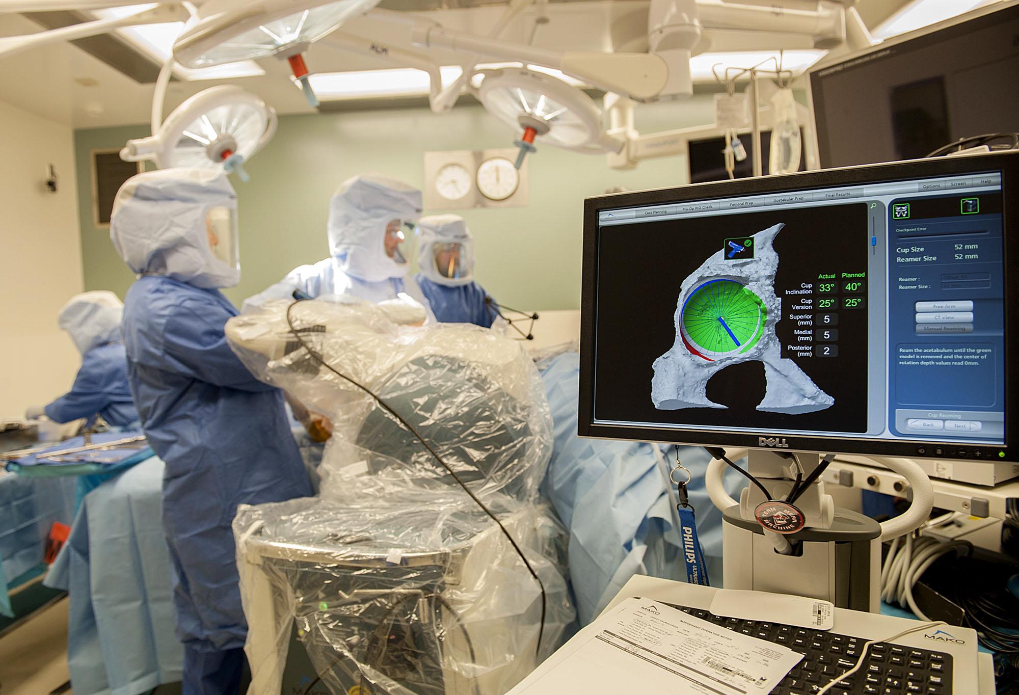 238817 LW MAKO surgery_02