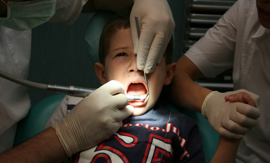 kid-at-dentist-holding-hand