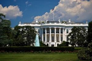 800px-white_house_blue_sky-e1380059595285