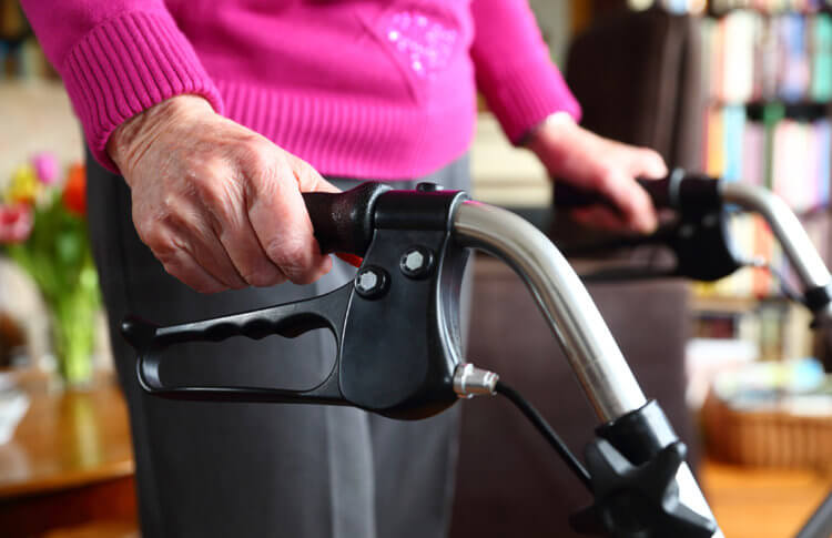 Recovery-at-Home-After-Knee-or-Hip-Replacement_105531681-750×485