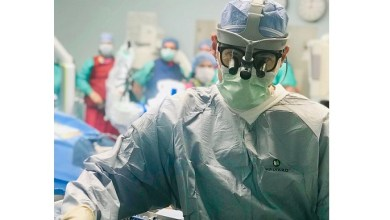 Photo of Pioneering Spine Surgeon Dr. Kornelis Poelstra and The Robotic Spine Institute of Las Vegas Perform First-Ever AR-Guided Robotic Spine Surgery with xvision Near-Eye Display Headset