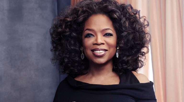 Oprah Winfrey pokazuje piękne równe białe zęby