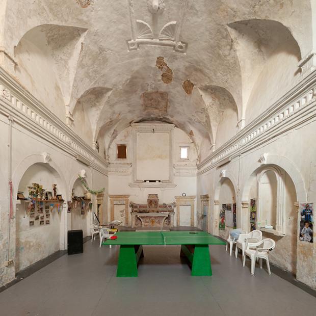 61591386 Biserici istorice, transformate în pizzerii, bănci și ateliere auto