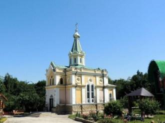 Mănăstirea Sf. Mare Mucenic Dumitru, s. Izvoare, r. Făleşti