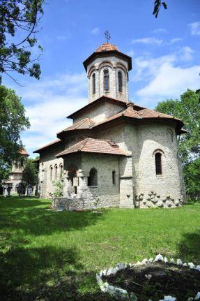 Biserica_de_piatră_Sfânta_Treime_din_Cuhureștii_de_Sus