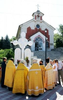 Sfintirea-Troitei-din-fata-Bisericii-sf.-Cneaz-Vladimir.-1-648x1024