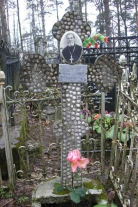 """2.Mormântul preotului Ioan Ciocoi, Cimitirul """"Șuvalovsk"""" din Sankt Peterburg"""