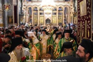 FOTO-Patriarhul-Teofil-în-procesiune-pe-Golgota-de-Înălțarea-Sfintei-Cruci-3.x71918