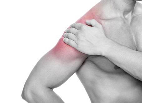 dor na região lateral do braço compatível com lesão do manguito rotador
