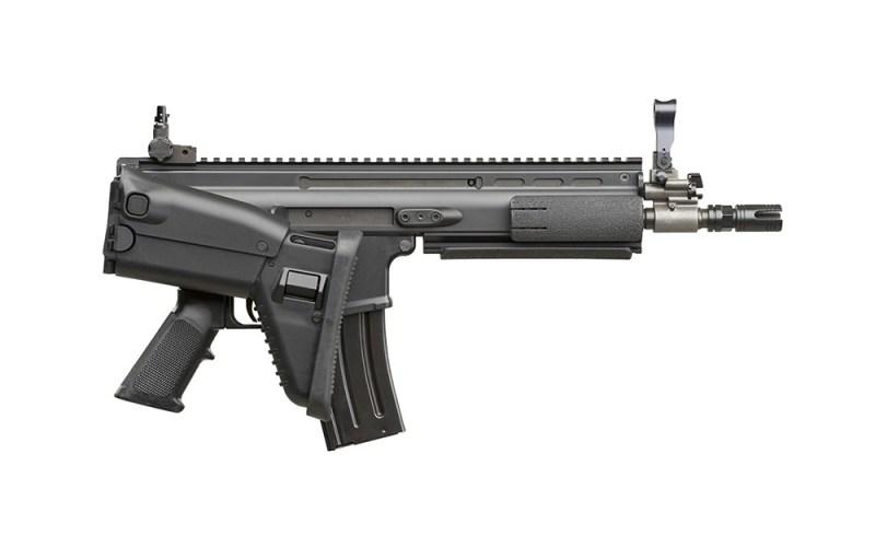 Jurišna puška FN SCAR-L-CQC sa preklopljenim kundakom