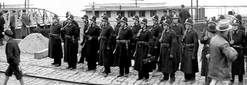 Policajci na beogradskom pristanistu sa slemovima M1931