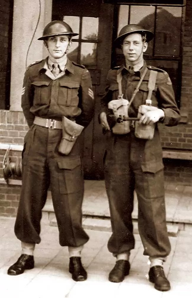 Vojnici belgijske brigade sa HP Inglis No 2 Mark I