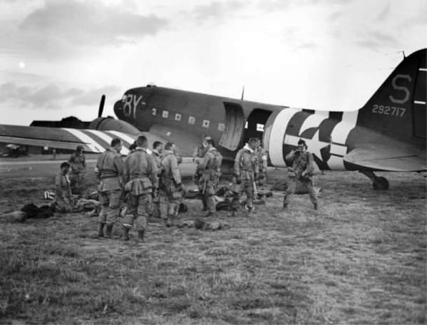 Uoči prvog samostalnog skoka iz aviona C-47