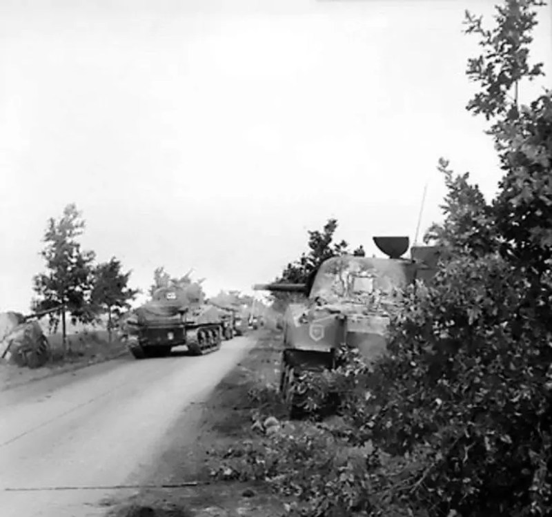 Tenkovi šerman irske gardijske jedinice britanske vojske na putu ka Ajndhovenu