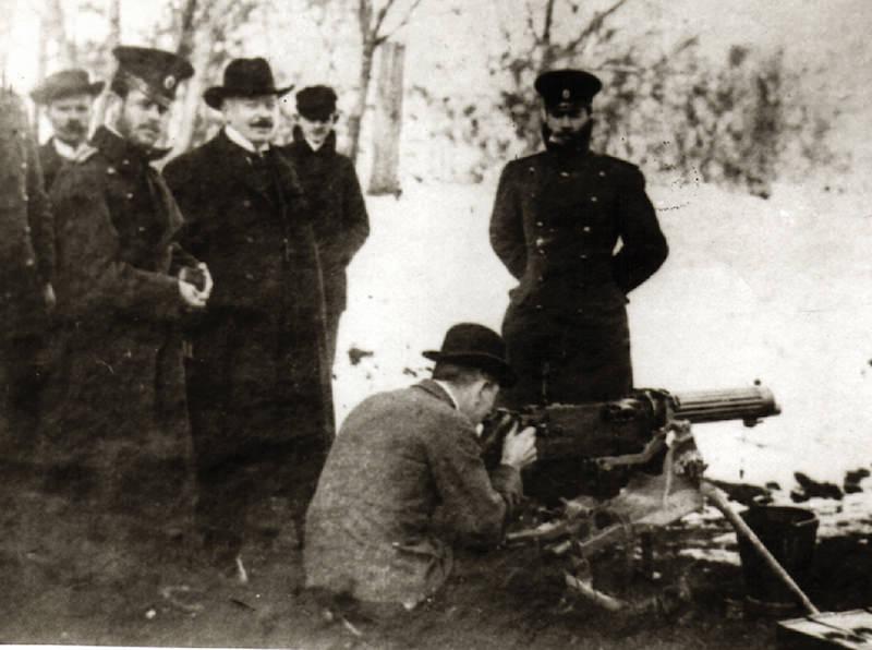 Georg Luger prisustvuje probama mitralјeza 7mm maxim.