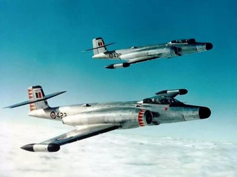 Kanadski lovci CF-100 Mk-5 Canuck u letu