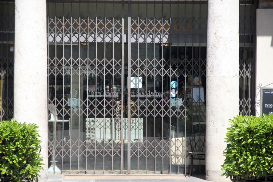 Bar Sant'Andrea la riapertura subordinata ai lavori